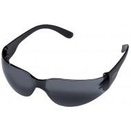 Getinte veiligheidsbril, zonder coating, optimaal bij fel zonlicht.